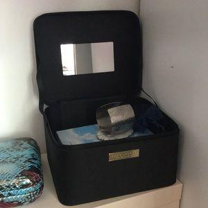 Marc Jacobs Fragrance box